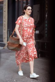 Pregnant Rachel Weisz Out in New York 2018/05/15 1