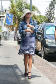 Reese Witherspoon and Jim Toth Out in Venice Beach 2018/07/22 2