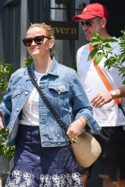 Reese Witherspoon at Tavern Restaurant in Brentwood 2018/07/28 3