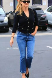 Reese Witherspoon in Jeans Out in Los Angeles 2018/05/24 7