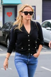 Reese Witherspoon in Jeans Out in Los Angeles 2018/05/24 8
