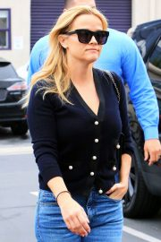 Reese Witherspoon in Jeans Out in Los Angeles 2018/05/24 9