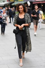 Rochelle Humes Leaves Global Radio in London 2018/05/25 4