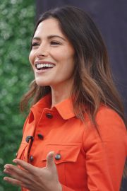 Sarah Shahi on the Set of Extra in Los Angeles 2018/05/29 1