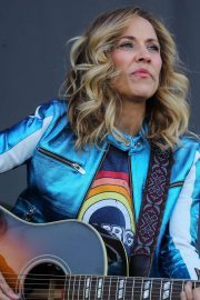 Sheryl Crow Performs at Isle of Wight Festival 2018/06/23 2