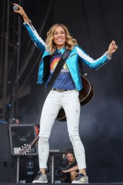 Sheryl Crow Performs at Isle of Wight Festival 2018/06/23 3