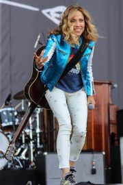 Sheryl Crow Performs at Isle of Wight Festival 2018/06/23 6
