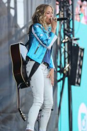 Sheryl Crow Performs at Isle of Wight Festival 2018/06/23 7