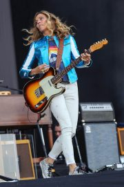 Sheryl Crow Performs at Isle of Wight Festival 2018/06/23 8