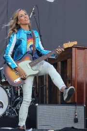 Sheryl Crow Performs at Isle of Wight Festival 2018/06/23 9