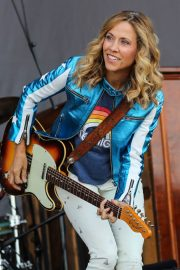 Sheryl Crow Performs at Isle of Wight Festival 2018/06/23 13