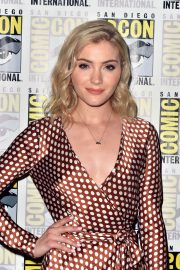Skyler Samuels at The Gifted Photocall at Comic-con in San Diego 2018/07/21 3