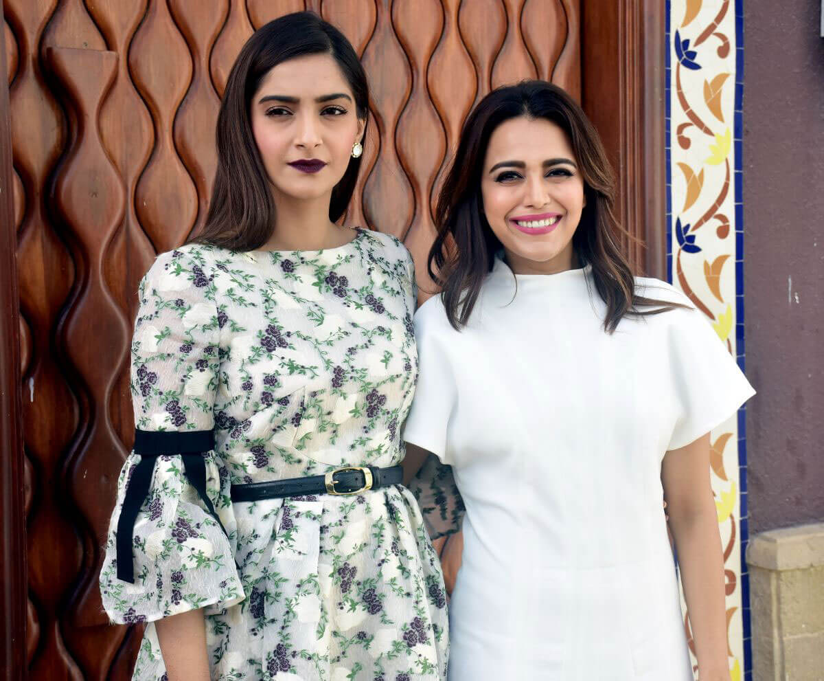 Sonam Kapoor and Swara Bhaskar at Veere Di Wedding Photocall in Mumbai 2018/05/21 1