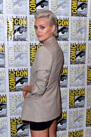 Wallis Day at Krypton Press Line at Comic-con in San Diego 2018/07/21 4