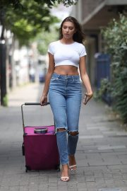 Zara McDermott in Tight Jeans Out in London 2018/07/04 1