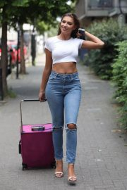 Zara McDermott in Tight Jeans Out in London 2018/07/04 7