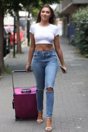 Zara McDermott in Tight Jeans Out in London 2018/07/04 8