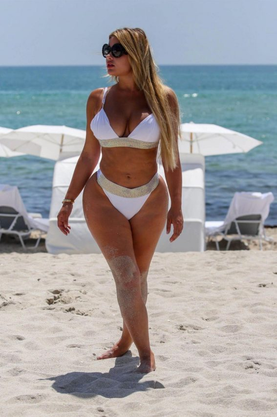 Anastasia Kvitko in Bikini on the Beach in Miami 2018/08/12 1