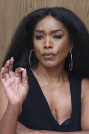 Angela Bassett 9-1-1 Press Conference in Beverly Hills 2018/08/05 7