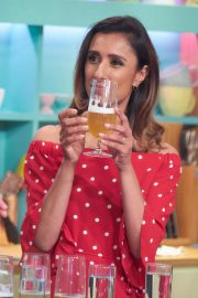 Anita Rani at Sunday Brunch Show in London 2018/08/12 12