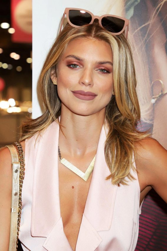 AnnaLynne McCord at WWD x Social House Panel at Magic Convention in Las Vegas 2018/08/13 1