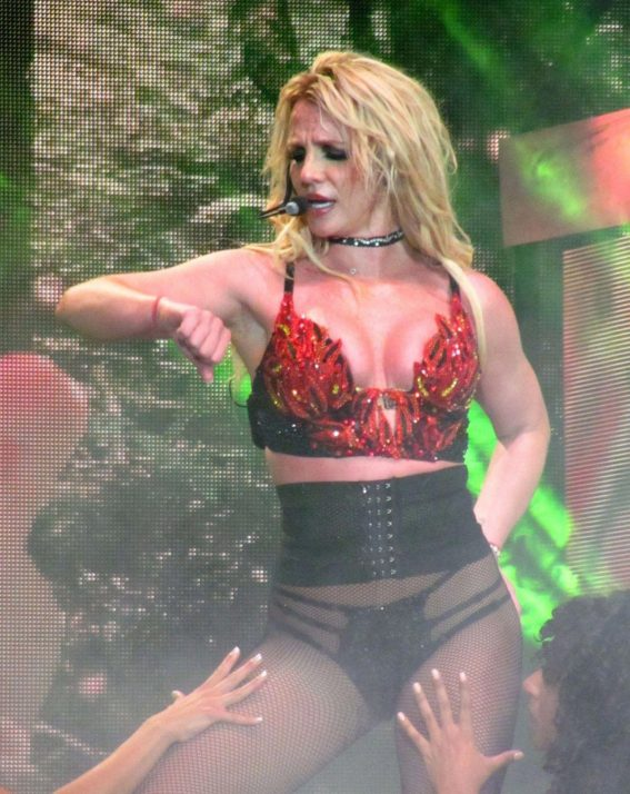 Britney Spears Performs at Piece of Me World Tour in London 2018/08/24 1