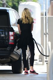 Brooke Burns at a Gas Station in Los Angeles 2018/08/19 3