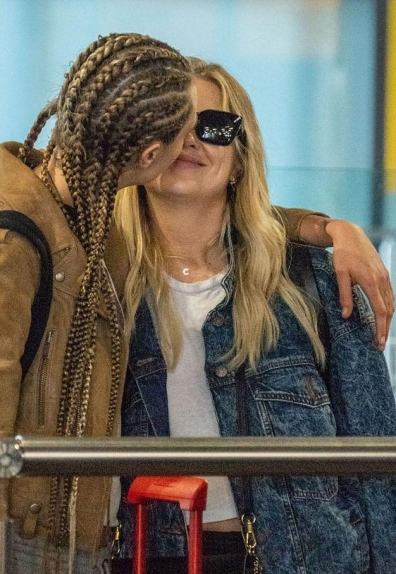 Cara Delevingne and Ashley Benson at Heathrow Airport in London 2018/08/13 1