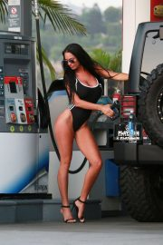 Charlie Riina for 136 Water at a Gas Station in Malibu 2018/08/14 9