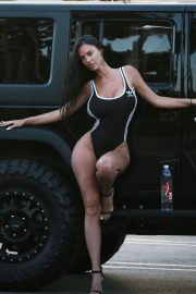 Charlie Riina for 136 Water at a Gas Station in Malibu 2018/08/14 13