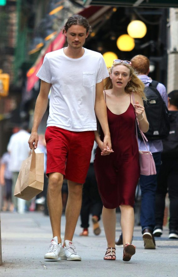 Dakota Fanning and Henry Frye Out for Dinner in New York 2018/08/27 1