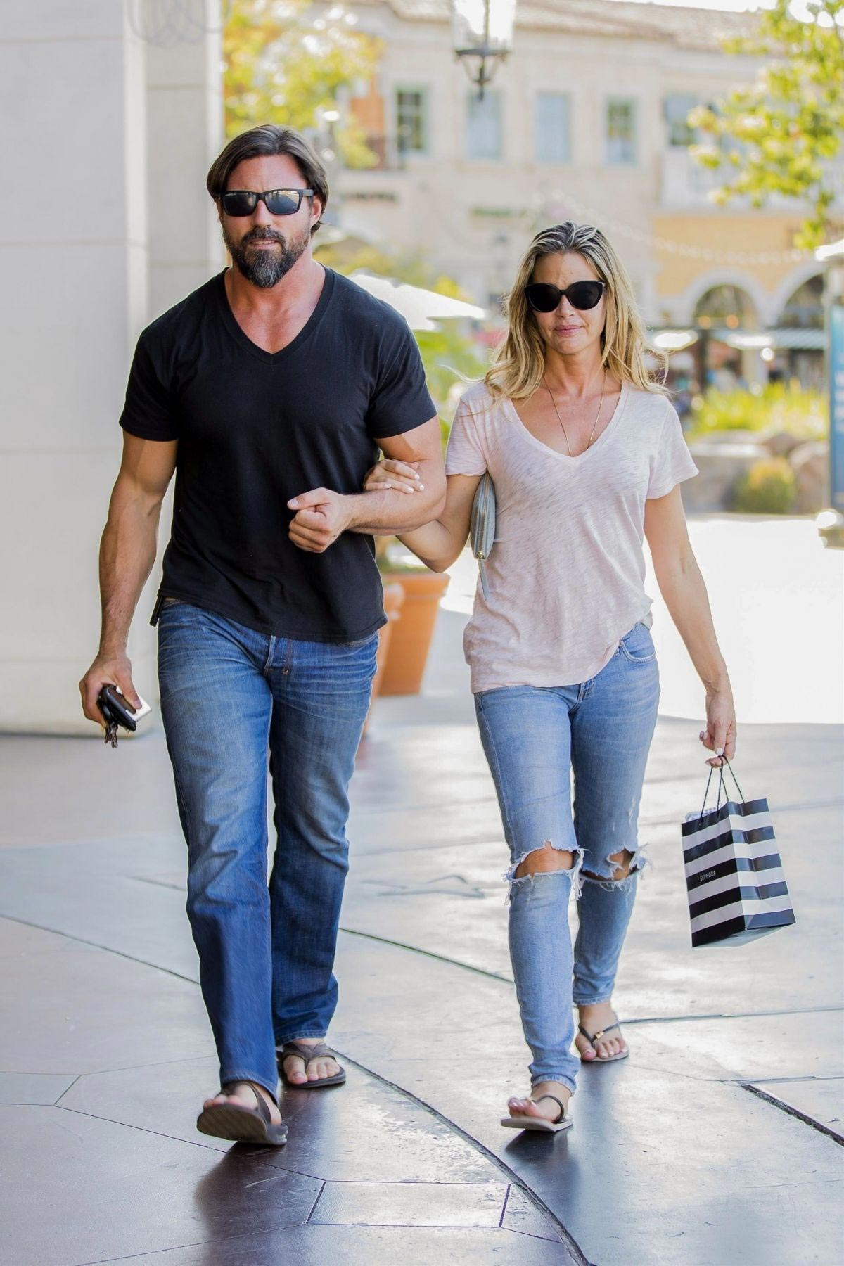 denise richards and aaron phypers out in calabasas 2018 08 14 02 - Denise Richards and Aaron Phypers Out in Calabasas 2018/08/14