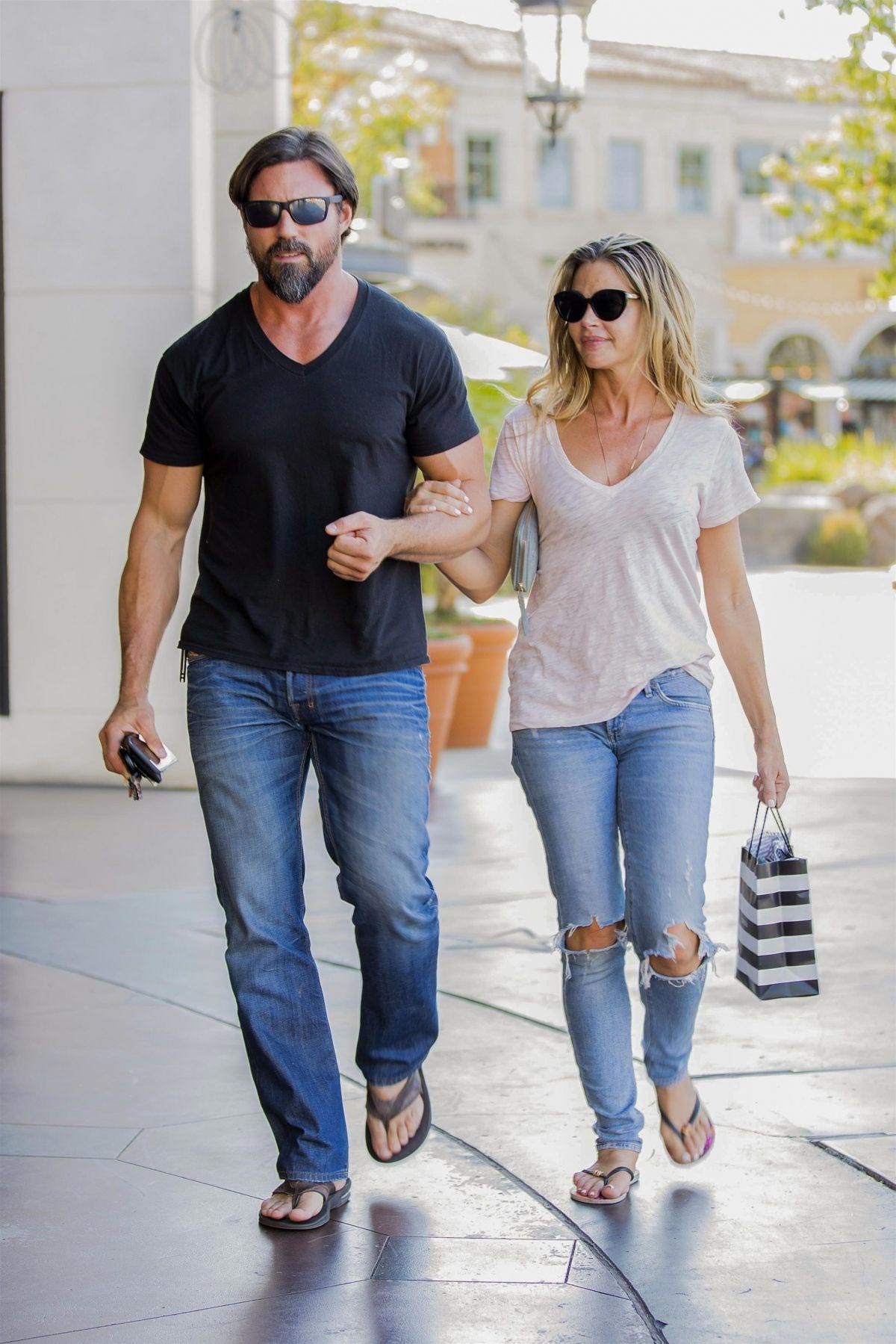 denise richards and aaron phypers out in calabasas 2018 08 14 03 - Denise Richards and Aaron Phypers Out in Calabasas 2018/08/14