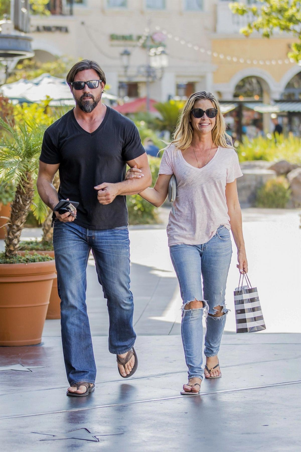 denise richards and aaron phypers out in calabasas 2018 08 14 04 - Denise Richards and Aaron Phypers Out in Calabasas 2018/08/14