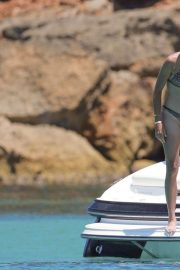 Garbine Muguruza in Bikini at a Boat in Ibiza 2018/08/08 2