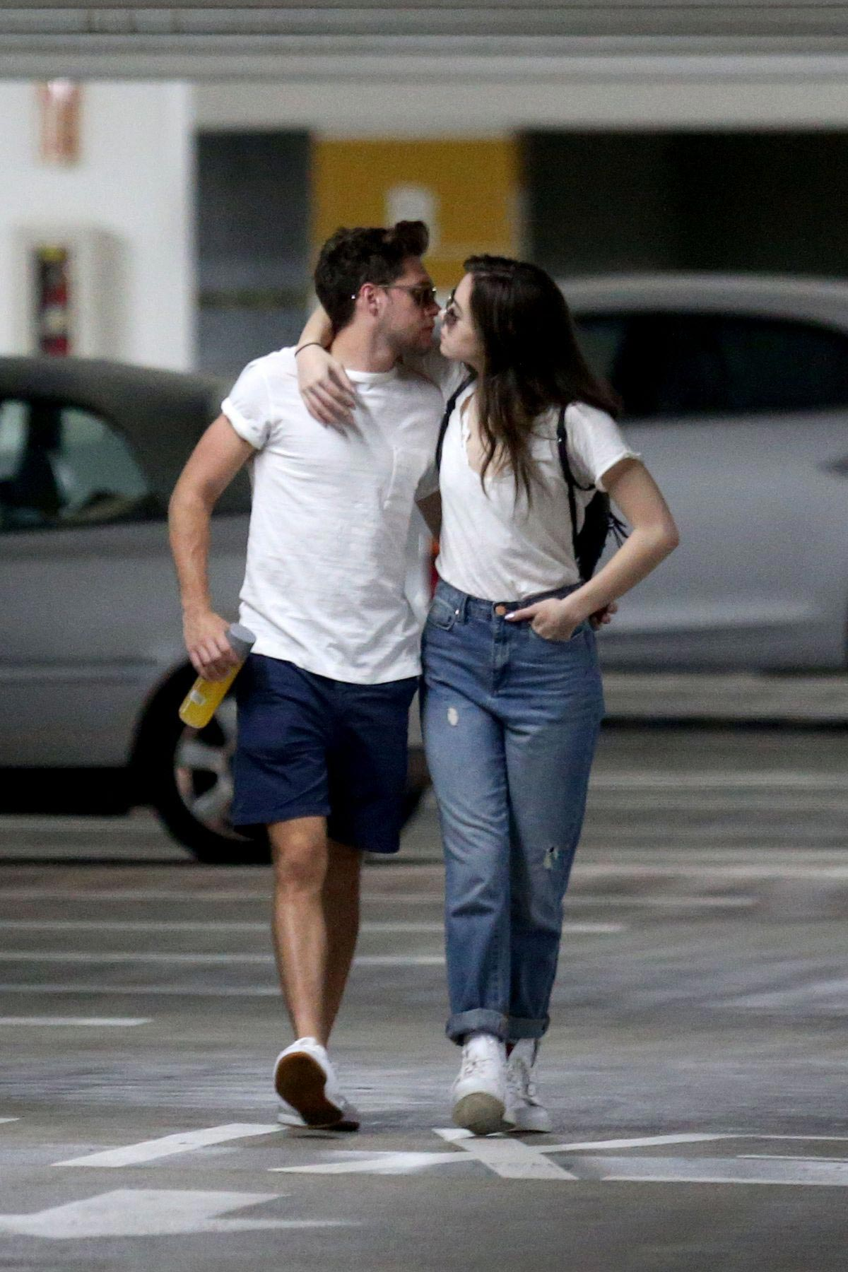 Hailee Steinfeld and Niall Horan Kisses at Target in Los Angeles 2018/08/15 1