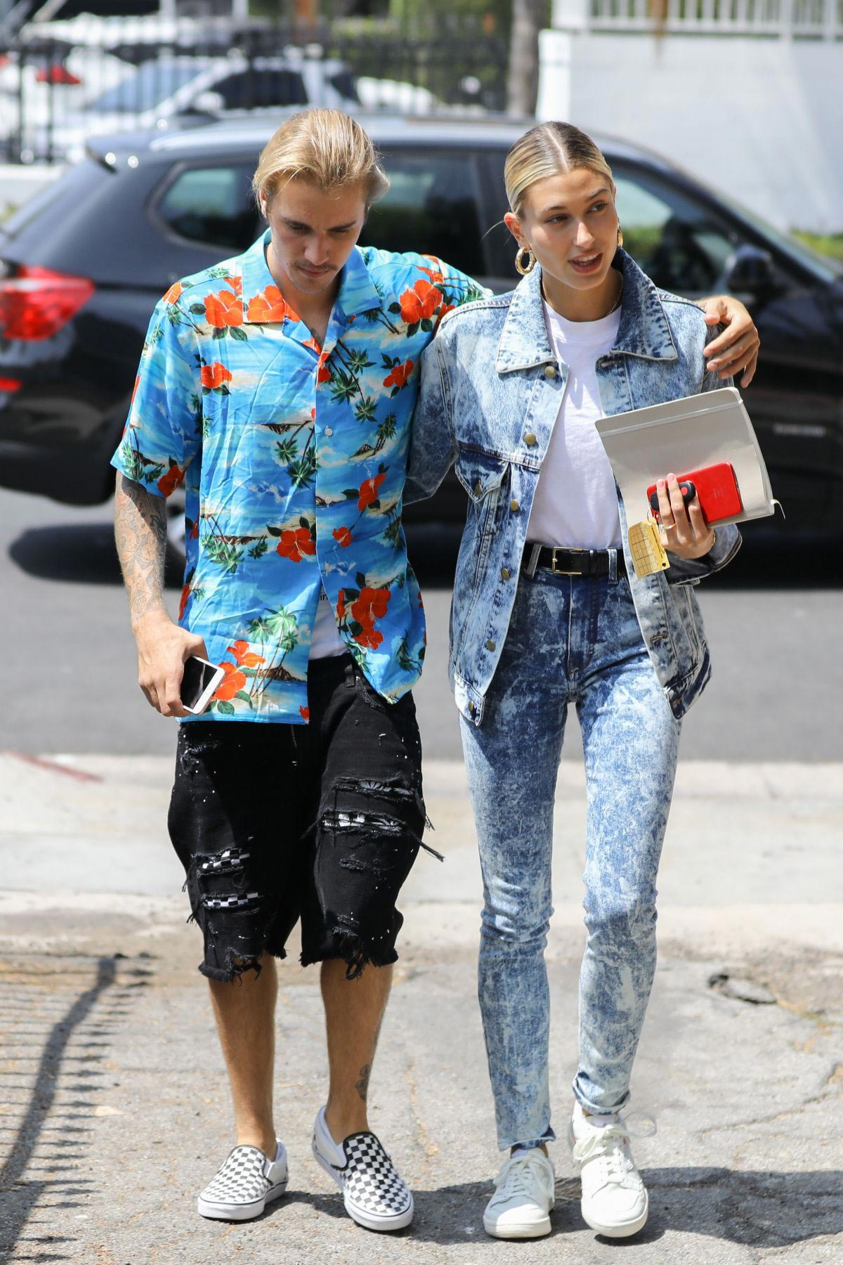 Hailey Baldwin and Justin Bieber Out in Beverly Hills 2018/08/26 1