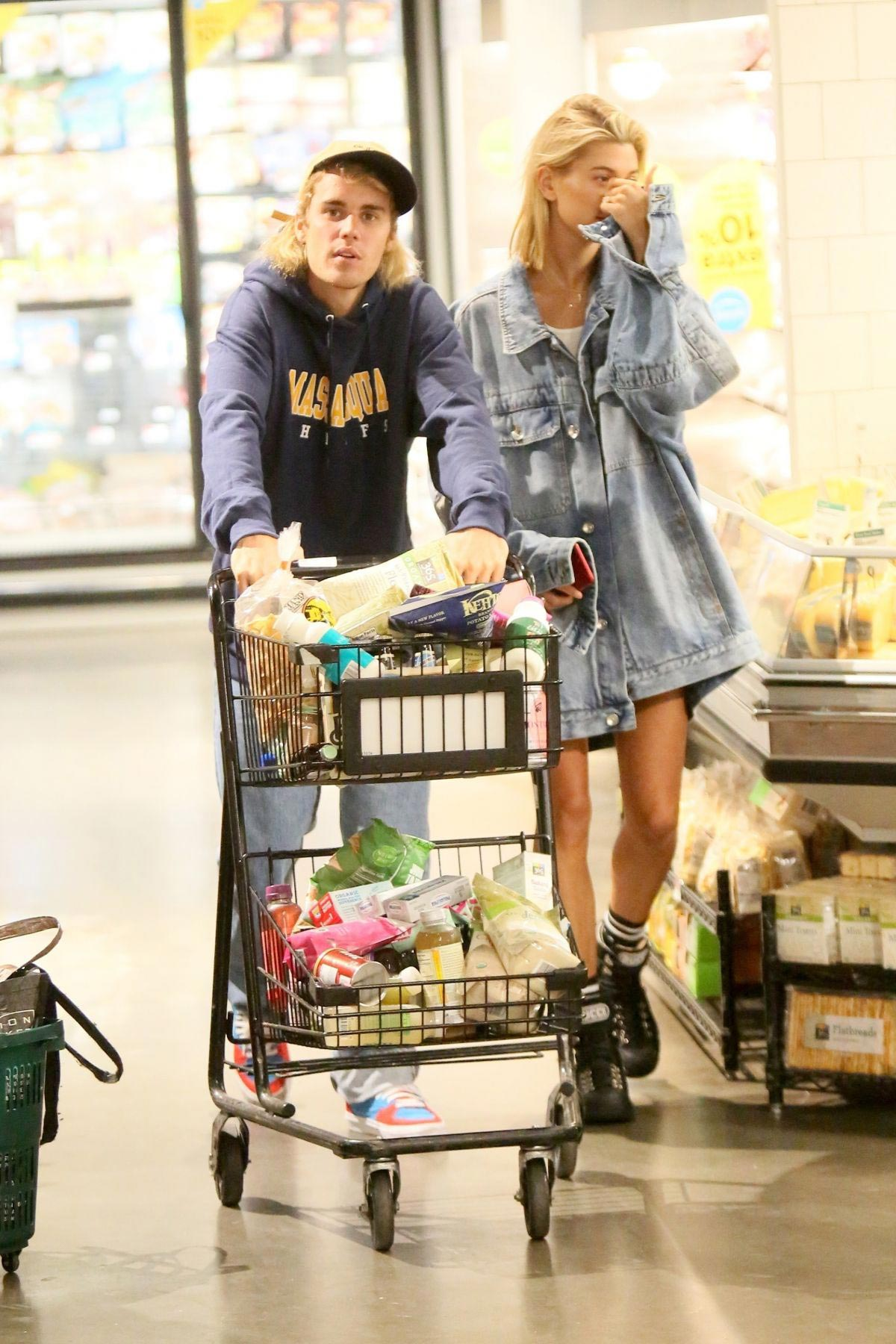 Hailey Baldwin and Justin Bieber Shopping at Whole Foods in New York 2018/07/28 1