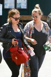 Hilary Duff and Haylie Duff Out for Lunch at Katsuya in Studio City 2018/08/14 7