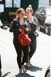 Hilary Duff and Haylie Duff Out for Lunch at Katsuya in Studio City 2018/08/14 11