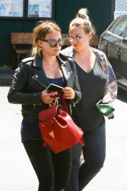 Hilary Duff and Haylie Duff Out for Lunch at Katsuya in Studio City 2018/08/14 13