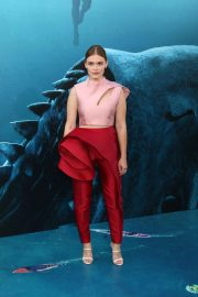 Holland Roden at The Meg Premiere in Hollywood 2018/08/06 12