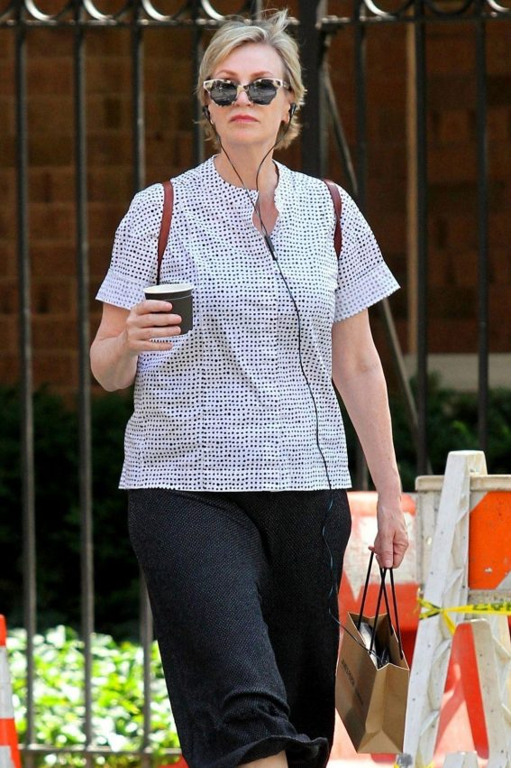 Jane Lynch Out Shopping in New York 2018/08/14 1