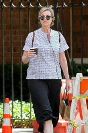 Jane Lynch Out Shopping in New York 2018/08/14 3