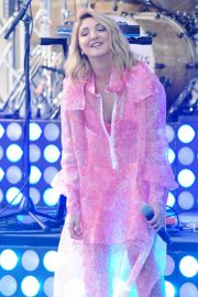 Julia Michaels Performs at Today Show Citi Concert Series in New York 2018/07/27 9