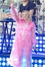 Julia Michaels Performs at Today Show Citi Concert Series in New York 2018/07/27 10