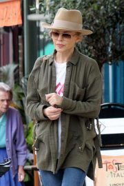 Kylie Minogue Out and About in Primrose Hill 2018/08/13 1
