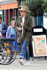 Kylie Minogue Out and About in Primrose Hill 2018/08/13 3