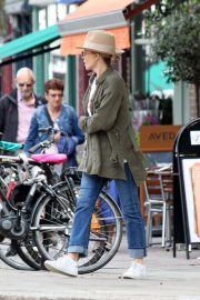 Kylie Minogue Out and About in Primrose Hill 2018/08/13 4