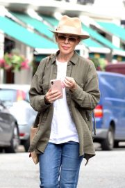 Kylie Minogue Out and About in Primrose Hill 2018/08/13 7